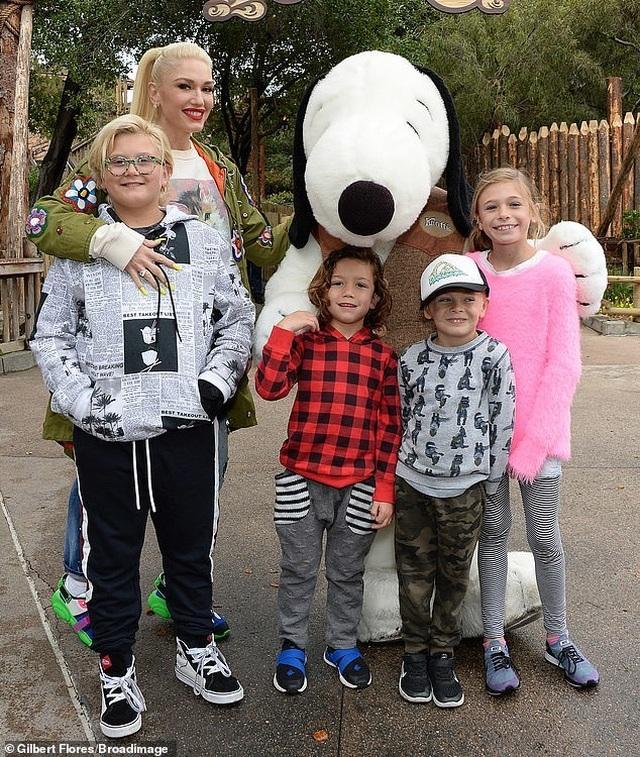 Gwen Stefani trẻ trung đi chơi cùng bạn trai kém 7 tuổi - 5