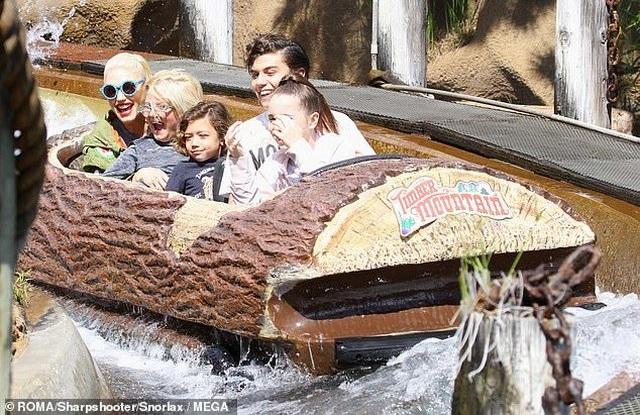 Gwen Stefani trẻ trung đi chơi cùng bạn trai kém 7 tuổi - 6