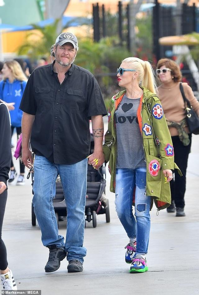 Gwen Stefani trẻ trung đi chơi cùng bạn trai kém 7 tuổi - 4