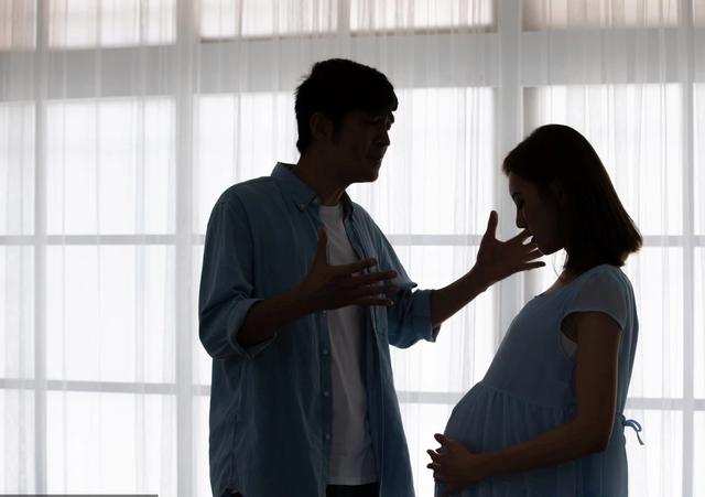 Mang thai cùng tình cũ, bạn gái tôi chọn anh ta vào phòng hộ sinh, không chọn tôi! - 1