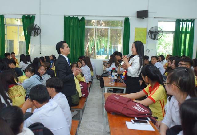 Nhiều trường và doanh nghiệp cam kết tạo việc làm cho sinh viên - 1