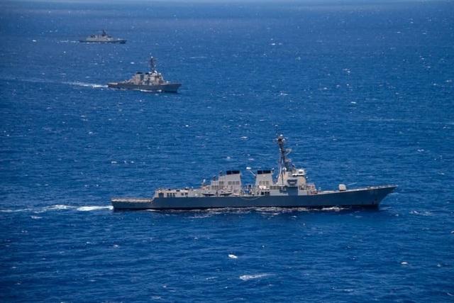 Tàu chiến Mỹ áp sát bãi cạn tranh chấp trên Biển Đông - 1