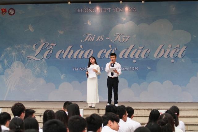 Những khoảnh khắc khó quên trong lễ chào cờ cuối cùng của học sinh khối 12 Yên Hoà - 1