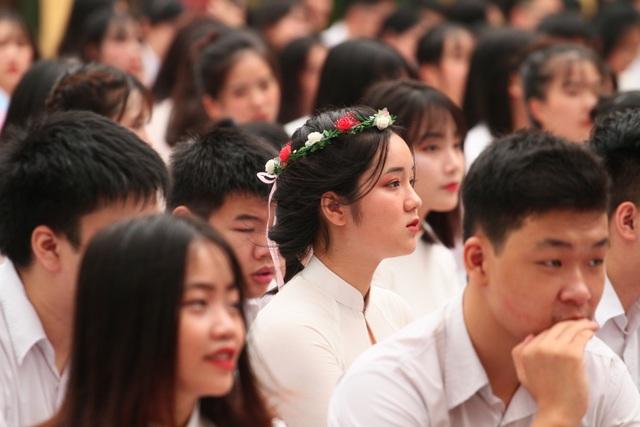 Những khoảnh khắc khó quên trong lễ chào cờ cuối cùng của học sinh khối 12 Yên Hoà - 3