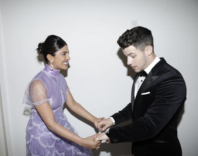 Priyanka Chopra - Nick Jonas: Cặp đôi nổi bật nhất LHP Cannes - 11
