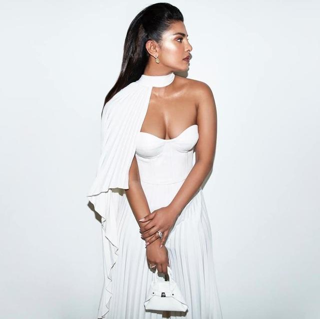 Priyanka Chopra - Nick Jonas: Cặp đôi nổi bật nhất LHP Cannes - 13