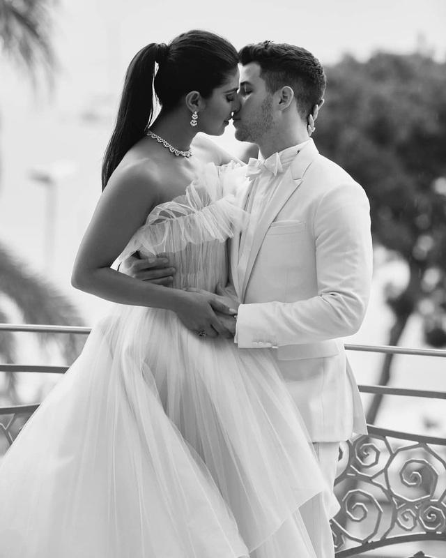 Priyanka Chopra - Nick Jonas: Cặp đôi nổi bật nhất LHP Cannes - 10