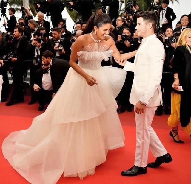 Priyanka Chopra - Nick Jonas: Cặp đôi nổi bật nhất LHP Cannes - 7