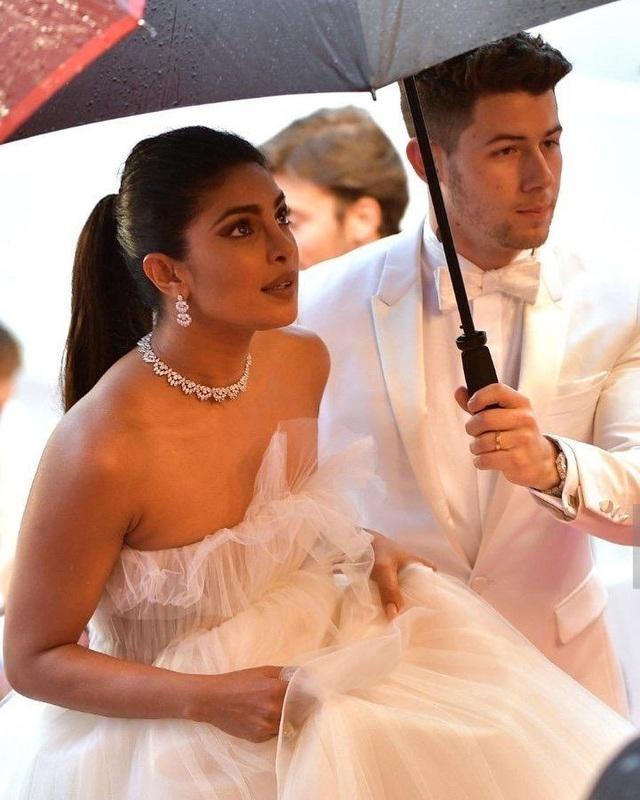 Priyanka Chopra - Nick Jonas: Cặp đôi nổi bật nhất LHP Cannes - 4