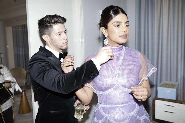Priyanka Chopra - Nick Jonas: Cặp đôi nổi bật nhất LHP Cannes - 9