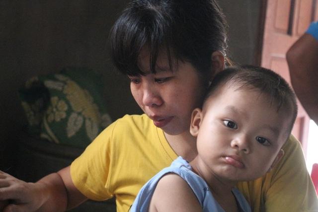 Bố mẹ già bất lực nhìn 2 con trai nằm chờ chết vì ung thư não - 7