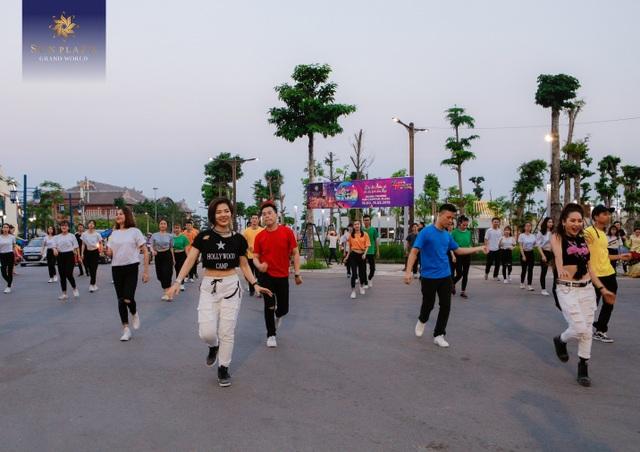 """Bích Phương và bikini show """"bỏ bùa"""" khán giả Hạ Long tại Sun Dance Festival - 2"""