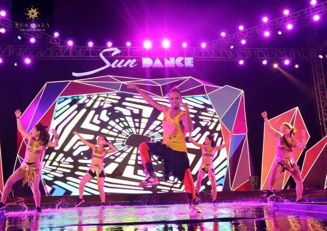 """Bích Phương và bikini show """"bỏ bùa"""" khán giả Hạ Long tại Sun Dance Festival - 5"""