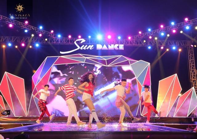 """Bích Phương và bikini show """"bỏ bùa"""" khán giả Hạ Long tại Sun Dance Festival - 6"""