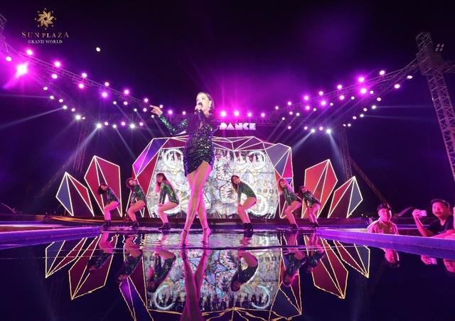 """Bích Phương và bikini show """"bỏ bùa"""" khán giả Hạ Long tại Sun Dance Festival - 7"""