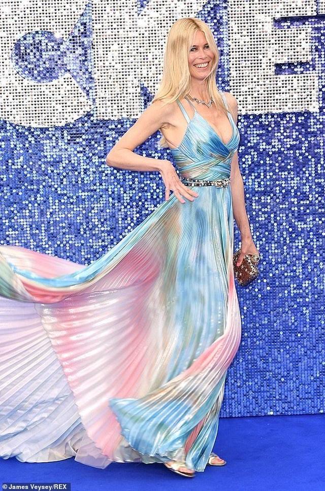 Claudia Schiffer vẫn trẻ đẹp ở tuổi 49 - 6