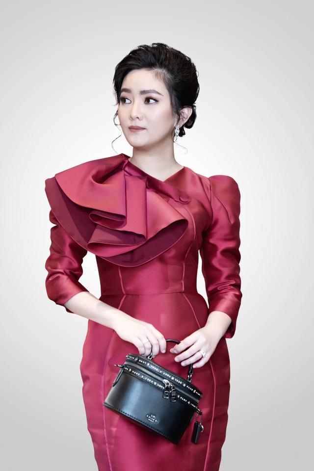 Doanh nhân Thái Thiên Hồng Đào, Tổng giám đốc kiêm Nhà đồng hành sáng lập tập đoàn địa ốc DCB, là một người phụ nữ 8X, tài giỏi - 2