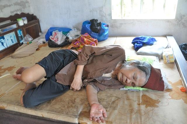 Nỗi cơ cực không thể tưởng tượng của hai cụ bà tuổi 80 bơ vơ, lay lắt bên nghĩa địa! - 7