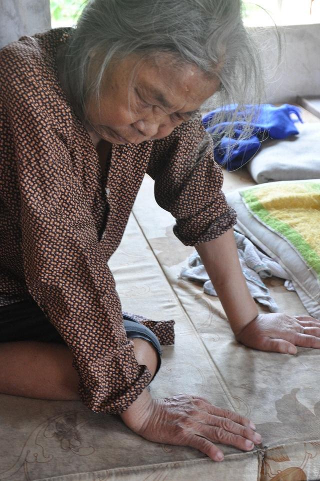 Nỗi cơ cực không thể tưởng tượng của hai cụ bà tuổi 80 bơ vơ, lay lắt bên nghĩa địa! - 3