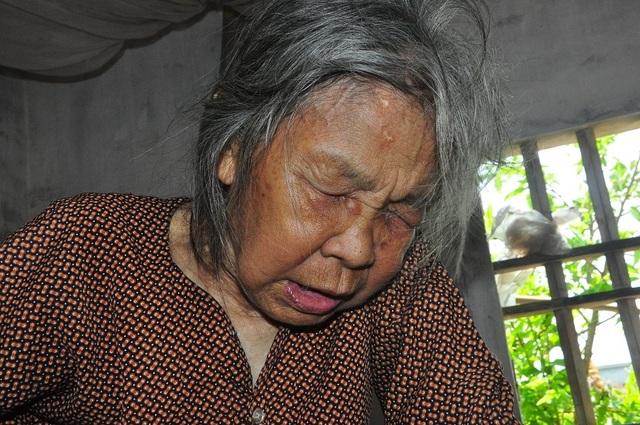 Nỗi cơ cực không thể tưởng tượng của hai cụ bà tuổi 80 bơ vơ, lay lắt bên nghĩa địa! - 12