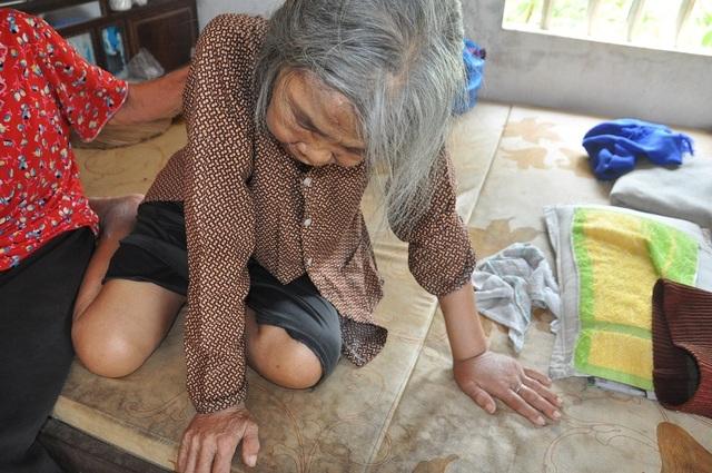 Nỗi cơ cực không thể tưởng tượng của hai cụ bà tuổi 80 bơ vơ, lay lắt bên nghĩa địa! - 5