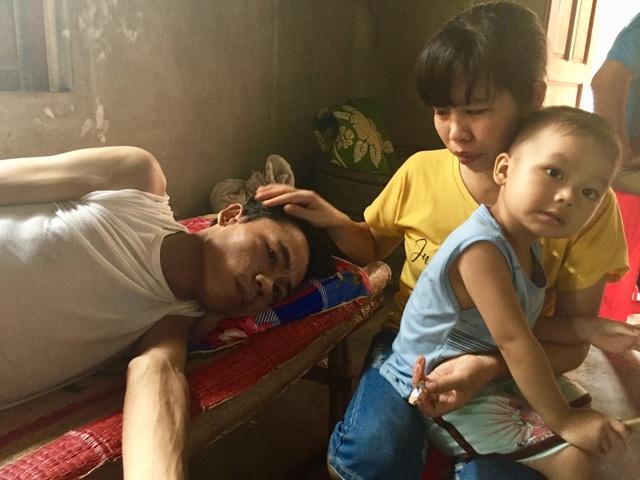 Bố mẹ già bất lực nhìn 2 con trai nằm chờ chết vì ung thư não - 8