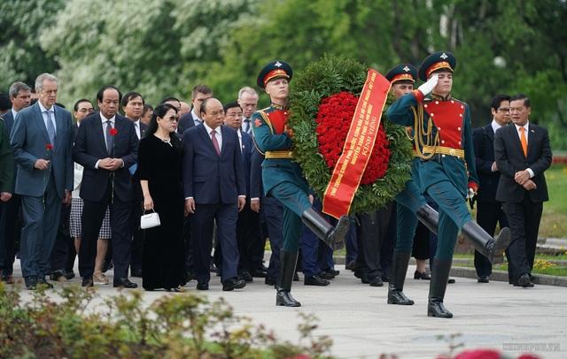 Thủ tướng thăm những địa chỉ đỏ tại Nga  - 1