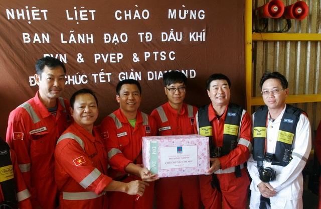 Tổng Giám đốc PVN kiểm tra công tác đảm bảo an toàn và chúc Tết trên các công trình biển của PVEP Lô 0102 - 1