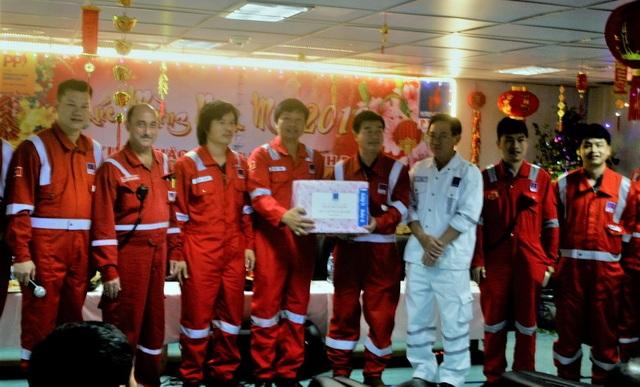 Tổng Giám đốc PVN kiểm tra công tác đảm bảo an toàn và chúc Tết trên các công trình biển của PVEP Lô 0102 - 2