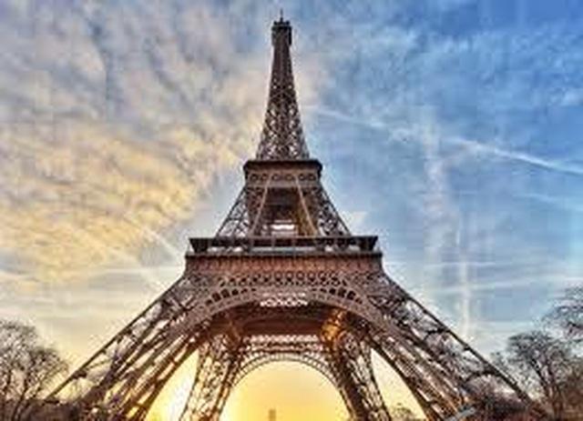 Tháp Eiffel đóng cửa vì một đối tượng cố tình trèo lên - 3