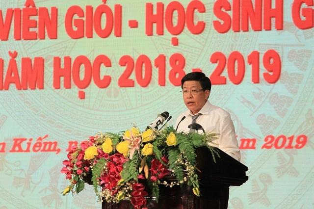 Hà Nội: Tuyên dương 89 giáo viên và 129 học sinh tiêu biểu quận Hoàn Kiếm - 6
