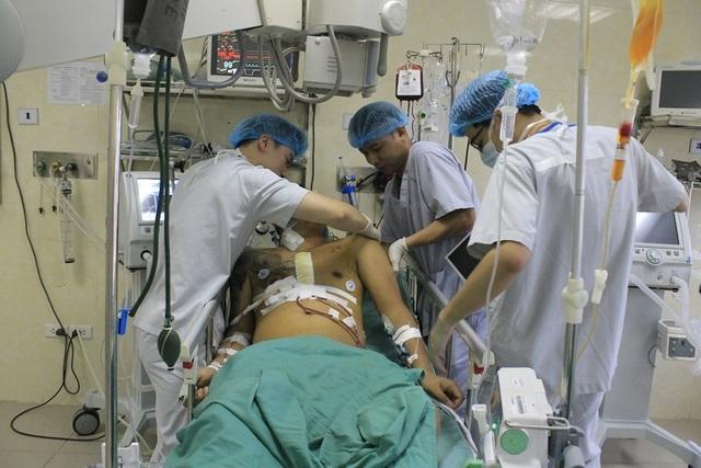 Nam thanh niên vỡ tim, phun máu xối xả vì vỡ túi khí sau tai nạn - 2