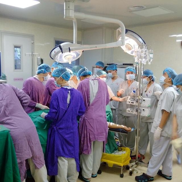 Nam thanh niên vỡ tim, phun máu xối xả vì vỡ túi khí sau tai nạn - 1