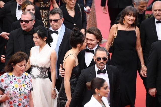 Cậu cả nhà Beckham dự LHP Cannes cùng bạn gái - 7
