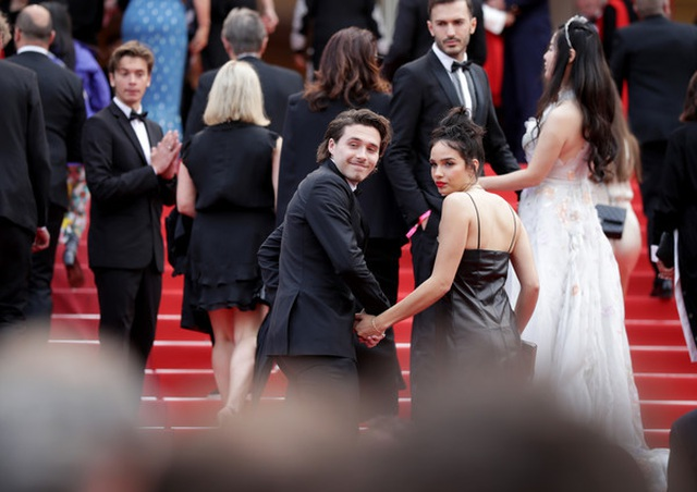 Cậu cả nhà Beckham dự LHP Cannes cùng bạn gái - 2