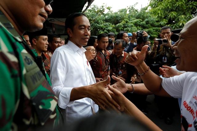 Bùng phát biểu tình phản đối kết quả bầu cử tại Indonesia, 20 người bị bắt - 1