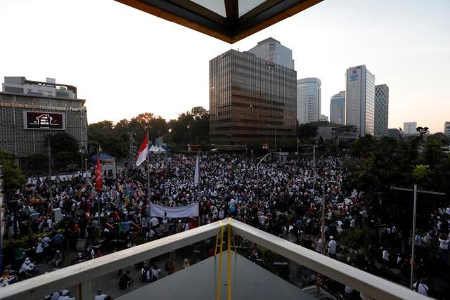 Bùng phát biểu tình phản đối kết quả bầu cử tại Indonesia, 20 người bị bắt - 3