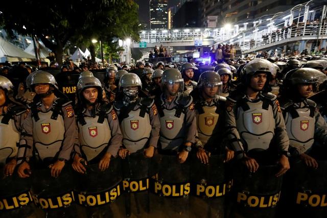 Bùng phát biểu tình phản đối kết quả bầu cử tại Indonesia, 20 người bị bắt - 16