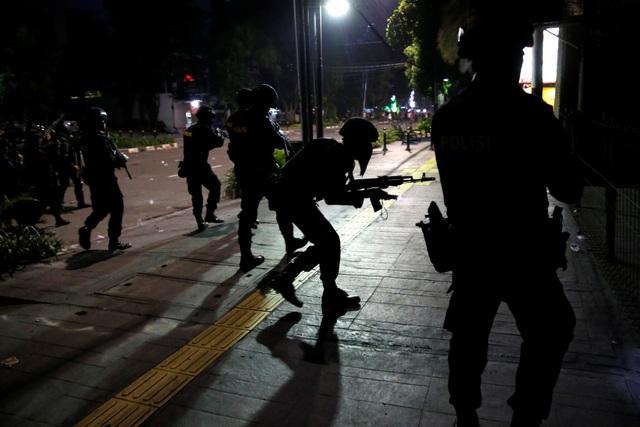 Bùng phát biểu tình phản đối kết quả bầu cử tại Indonesia, 20 người bị bắt - 13