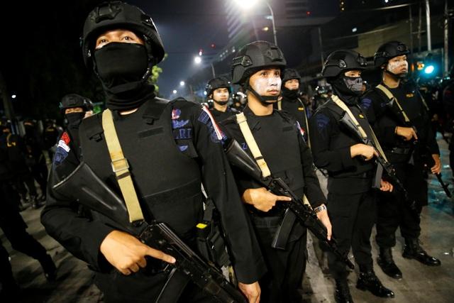 Bùng phát biểu tình phản đối kết quả bầu cử tại Indonesia, 20 người bị bắt - 15