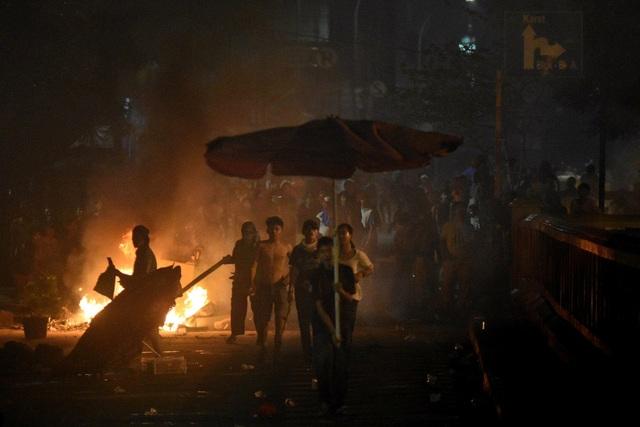 Bùng phát biểu tình phản đối kết quả bầu cử tại Indonesia, 20 người bị bắt - 8