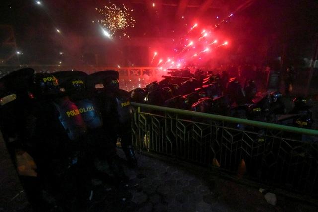 Bùng phát biểu tình phản đối kết quả bầu cử tại Indonesia, 20 người bị bắt - 9