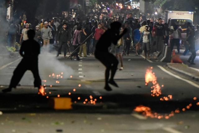 Bùng phát biểu tình phản đối kết quả bầu cử tại Indonesia, 20 người bị bắt - 5