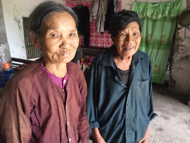 Bạn đọc Dân trí giúp đỡ cụ bà tuổi 80 đi nhặt phế liệu nuôi cả nhà số tiền hơn 77 triệu đồng - 5