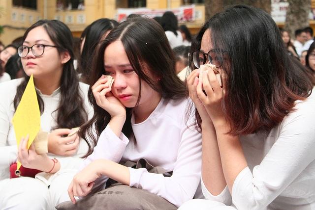 Giọt nước mắt học trò tuôn rơi ngày chia xa mái trường dấu yêu... - 3