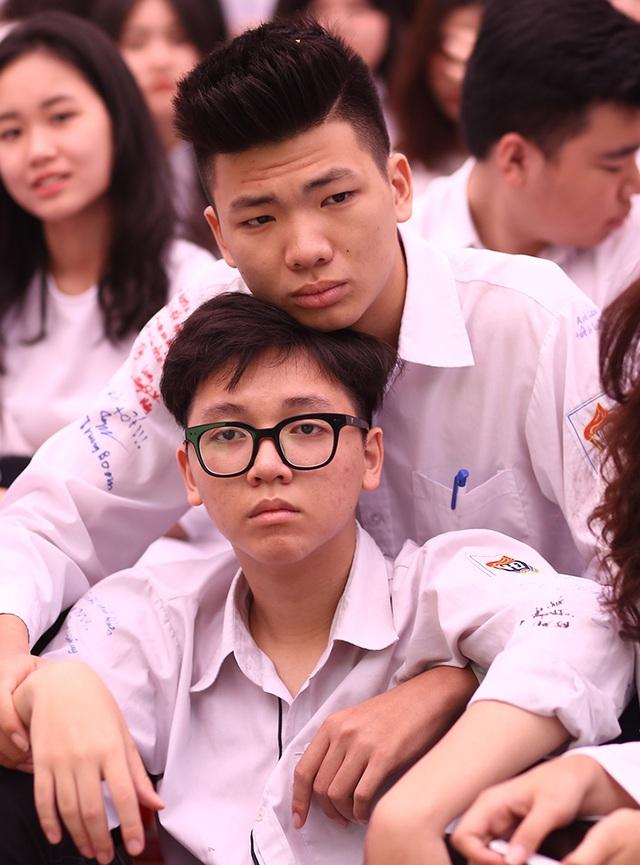 Nghẹn ngào phút chia tay của thầy trò trường Việt Đức - 8