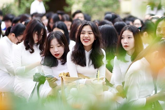 Nghẹn ngào phút chia tay của thầy trò trường Việt Đức - 1