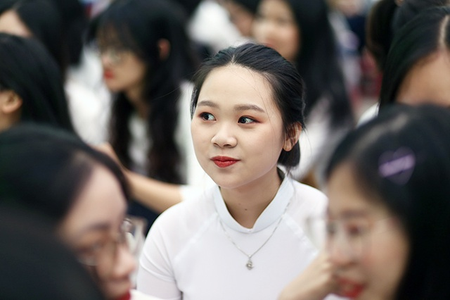 Nghẹn ngào phút chia tay của thầy trò trường Việt Đức - 3