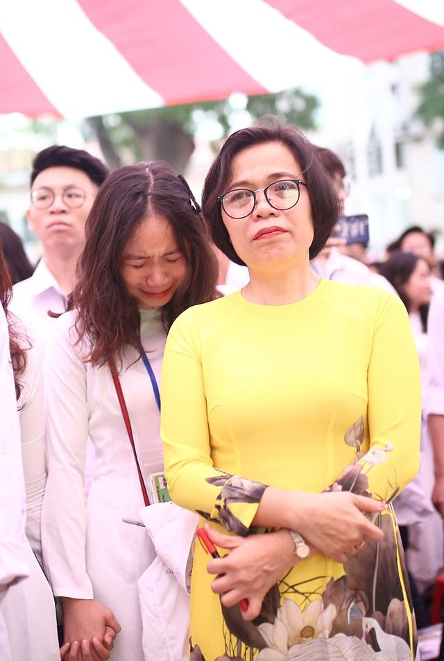 Nghẹn ngào phút chia tay của thầy trò trường Việt Đức - 7