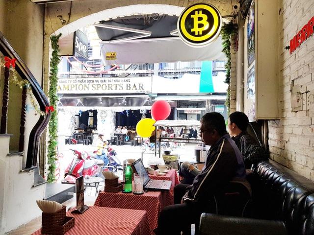 Nhà đầu tư thờ ơ với Bitcoin dù giá chạm ngưỡng 8.000 USD/BTC - 1